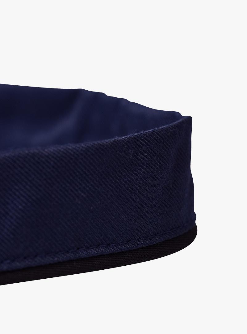 le tablier | blaues Band von der Schürze in Detailansicht