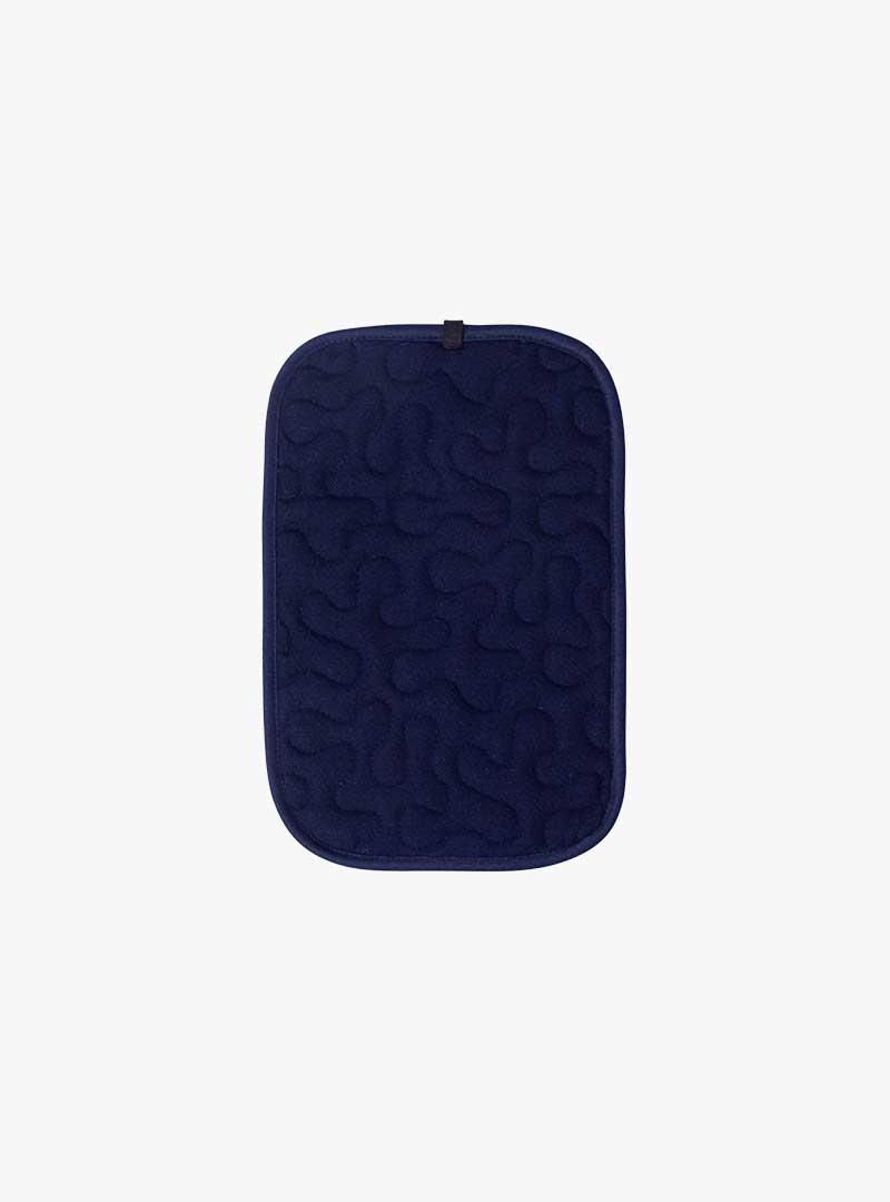le tablier | navy blauer Topflappen mit organischem Muster
