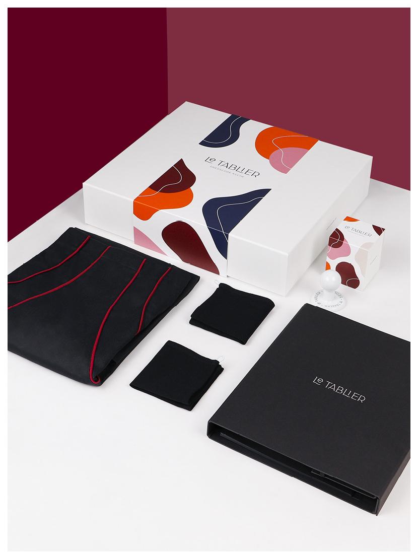 le tablier | Geschenkset mit dunkelroten Abtrockentüchern und Porzellanhaken mit zwei roten Abtrockentüchern