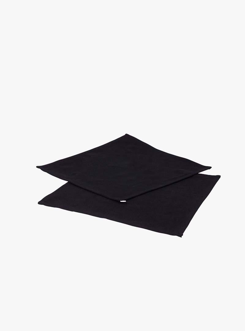 le tablier | zwei schwarze Abtrockentücher übereinandergelegt