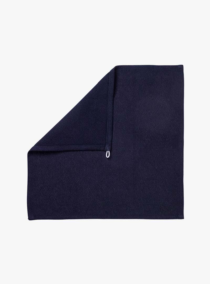 le tablier | dunkelblaues Tuch zum Abtrocknen mit umgeschlagener Ecke