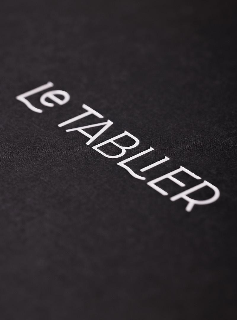 le tablier | Nahaufnahme von einem Rezeptblock mit aufgedrucktem Logo