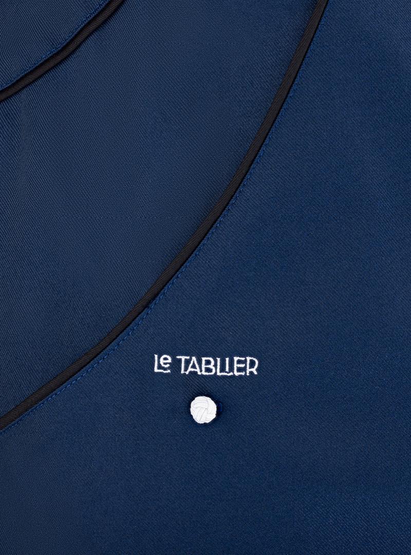 le tablier | Nahaufnahme von navy blauem Stoff mit schwarzen Elementen