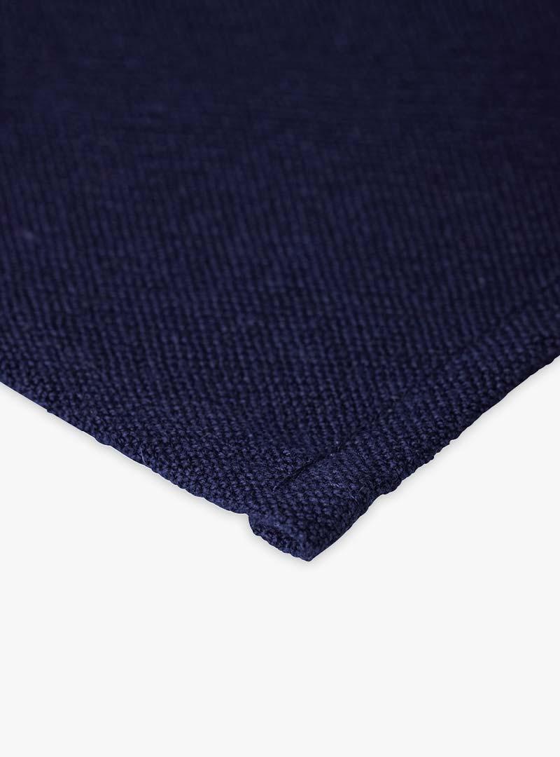 le tablier | Nahaufnahme von blauem Stoff eines Abtrockentuchs
