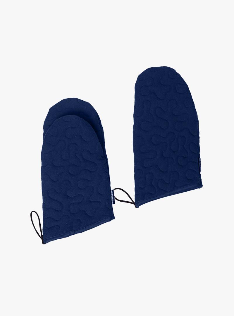 blaue Ofenhandschuhe mit Schlaufe