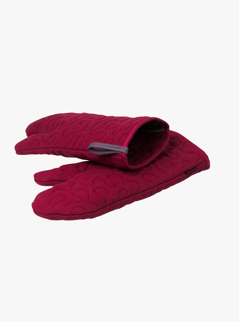 le tablier | rote Ofenhandschuhe mit grauen Schlaufen und eingenähtem Muster