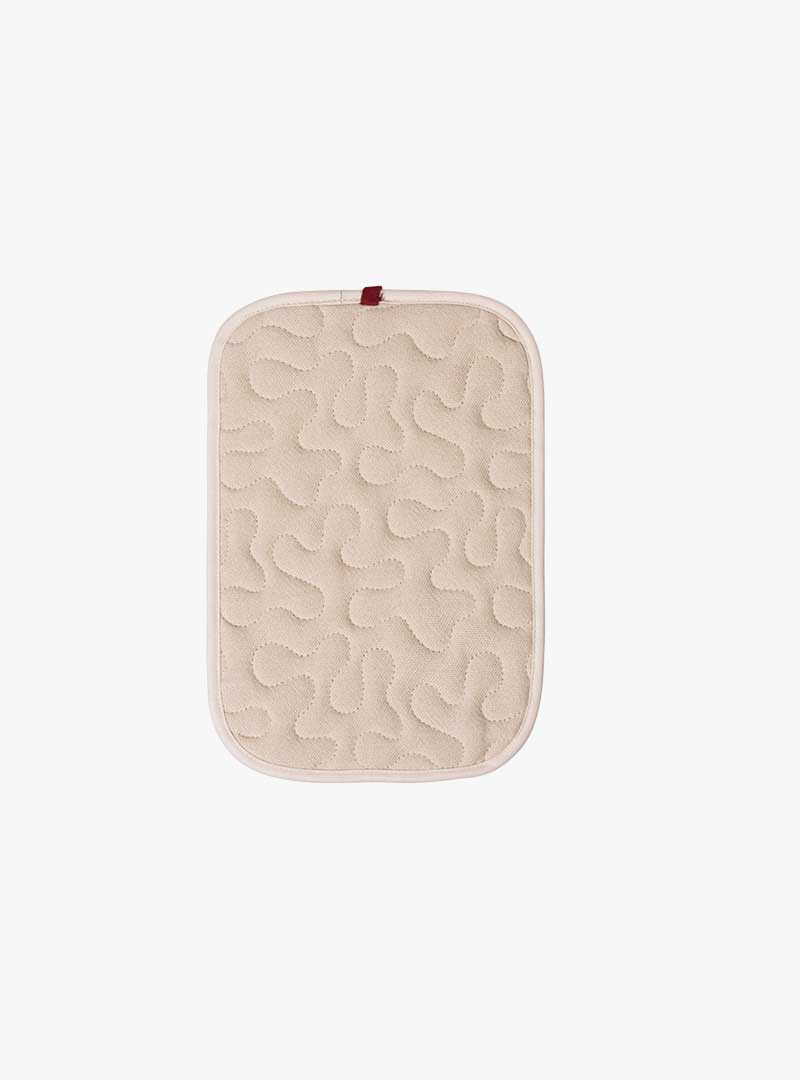 le tablier   beiger Topflappen mit rotem Hänkel und organischem Muster