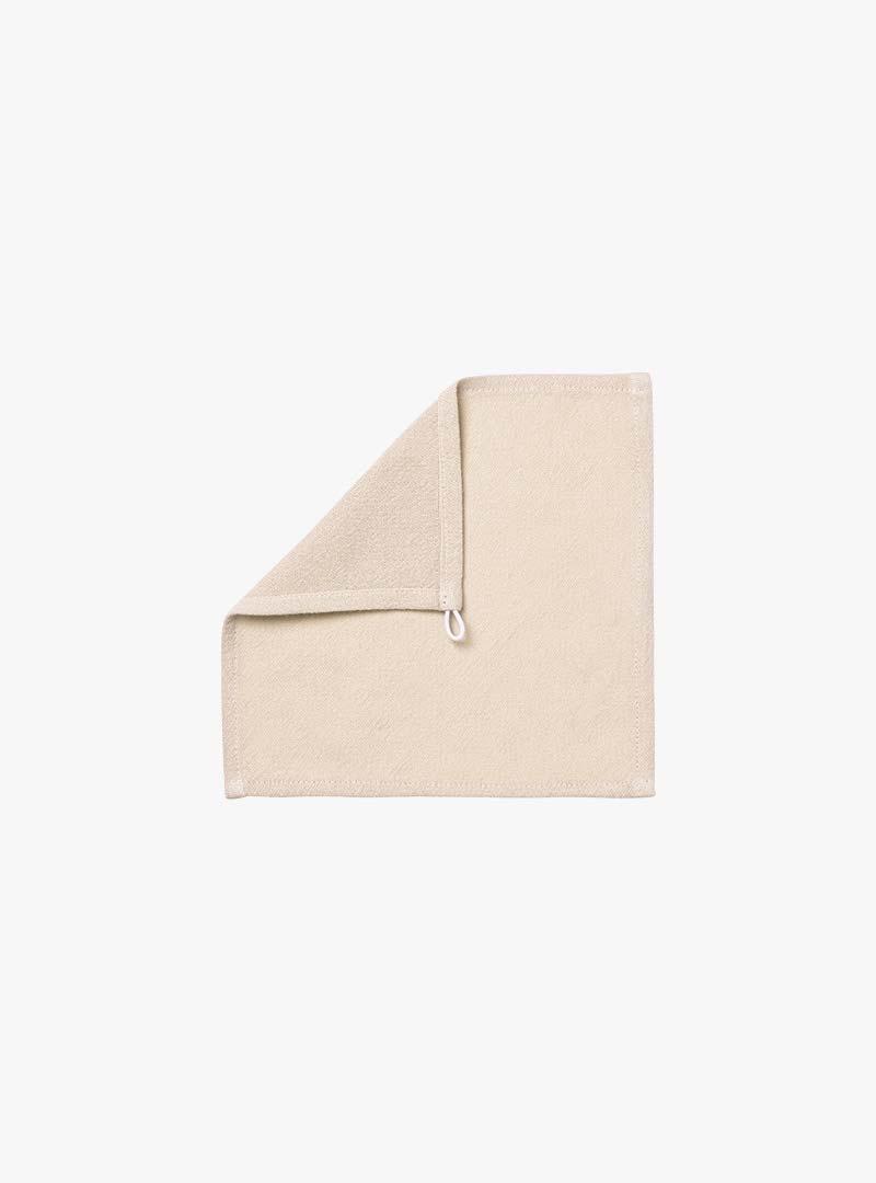 le tablier | beiges Abtrockentuch mit umgeknickter Ecke