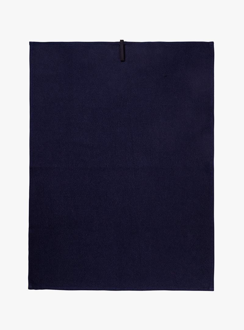 le tablier | dunkelblaues Geschirrtuch in Frontalansicht