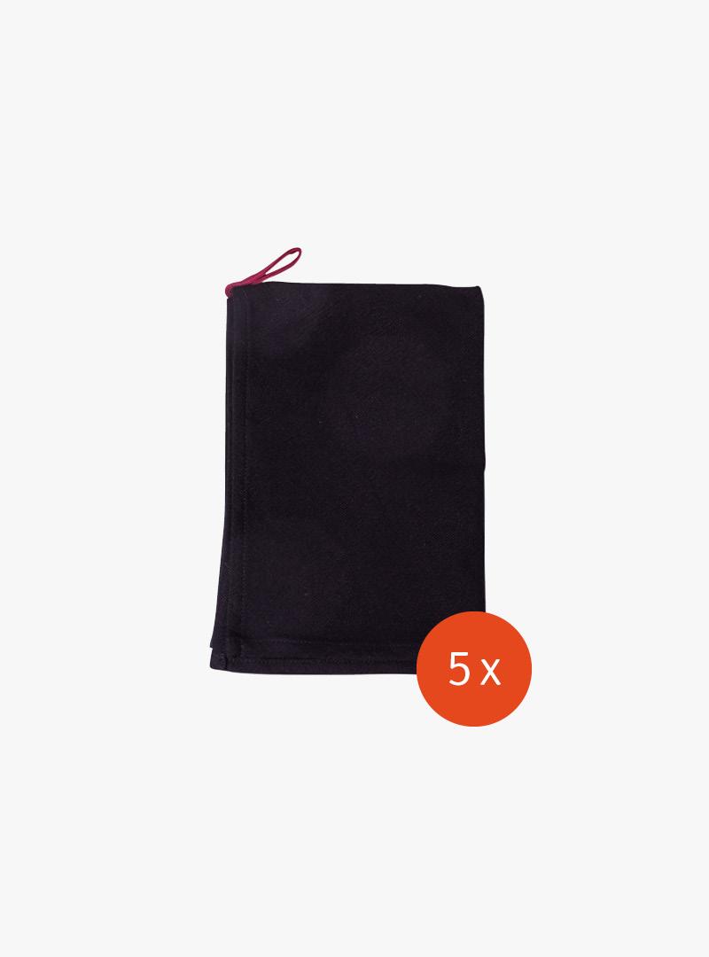 le tablier | schwarzes Geschirrtuch mit roter Schlaufe